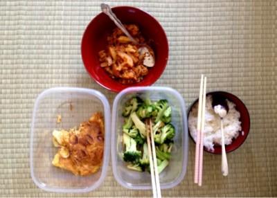 Masak makanan sendiri di rumah