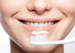 Jaga kebesihan gigi