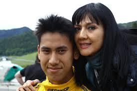 Doa Ibu Rini Gelael tak pernah putus bagi putra tercinta. (seangp.com)