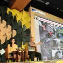 Kepala Korps Lalu Lintas Republik Indonesia Irjen. Pol. Condro Kirono (kanan) bersama Pebalap Profesional Wanita Alexandra Asmasoebrata (tengah) menjadi narasumber dalam bincang inspiratif mengenai aman berlalu lintas pada acara Astra Road Safety Fest 2015 (19/11).