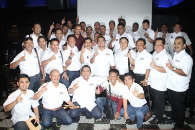Ketua Umum Ikatan Motor Indonesia (IMI) Sadikin Aksa bersama 28 pengurus Pengprov dari berbagai daerah bertemu di Jakarta, sebelum ia terpilih sebagai ketua umum PP IMI. IMI diminta ikut bertanggung jawab atas banyaknya kasus kecelakaan lalu lintas yang memakan korban. (mimbar-rakyat.com)