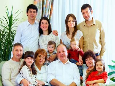 2. Melengkapi anggota keluarga.