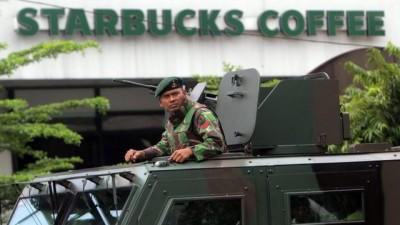 Ini foto yang diturunkan laman bbc.com serta keterangan fotonya. Indonesian capital Jakarta rocked by bomb and gun attacks.