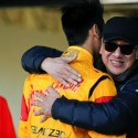 Ricardo Gelael memeluk anak semata wayang, Sean, yang sedang berusaha keras untuk dapat berlaga di ajang lomba Formula Satu (F1). (seangp)