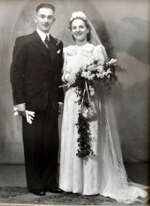 Molly Barnes dan suaminya Richard, yang meninggal ketika berusia 70 tahun.   (mirror.co.uk)
