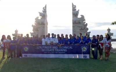 """Foto bersama para peserta dan instruktur kepelatihan IMI-FIA Asia Pacific Cluster Training"""" di Bali.  (ist)"""