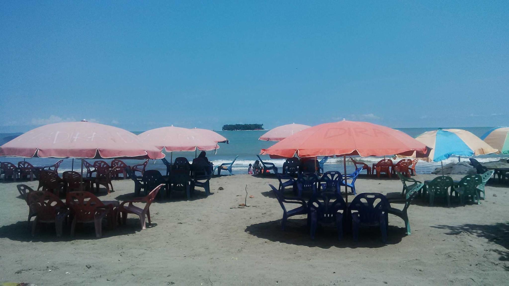 Pantai Gandoria Pariaman, salah satu wisata unggulan yang ditawarkan Kota Pariaman. (Foto: Eank)