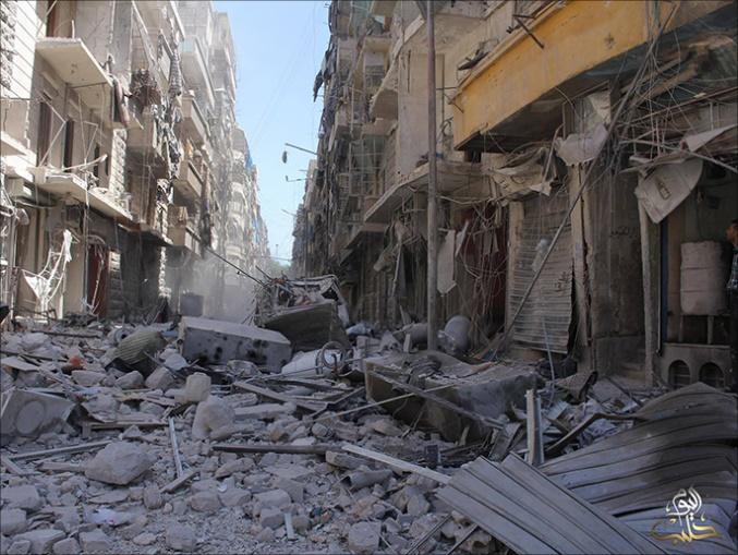 Jumat berdarah di Aleppo, Suriah. Bagian kota yang hancur akibat serangan pemerintah Suriah di kota Aleppo, Jumat lalu. (Ist)