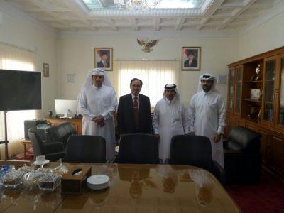 Dubes RI untuk Qatar bersama para petinggi di Qatar.