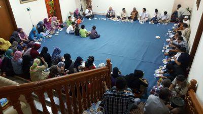 Dubes Sidehabi buka puasa bersama TKI di Qatar. (bd)