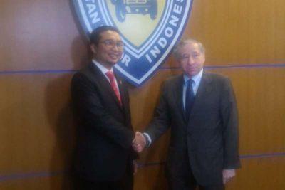 Ketua Umum PP IMI Sadikin Aksa ketika menerima Ketua FIA Jean Todt.