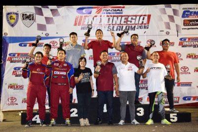 Podium untuk para pemenang Kejuaraan Umum A dan Kejuaraan Nasional Team F pada ajang Indonesia Night City Slalom Kejurnas Slalom putaran keenam yang berlangsung pada 22 Oktober 2016 di sirkuit PRPP, Semarang. (ist)
