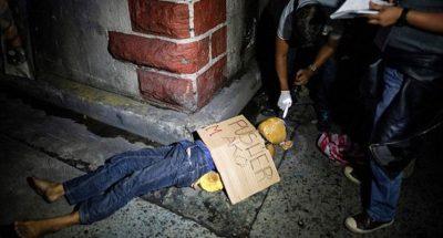 Ngeri..seorang pemadat ditembak mati di tepi jalan di Filipina. Sudah lebih 500 orang menyerahkan diri Karena ketakutan disambar timab panas.   (passionMagz.com)