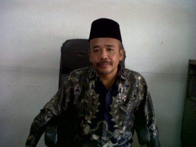 Ki Muhammad Ardi  (alm) menuturkan kisah sejarah Deblot Sundoro, sebelum ia meninggal dunia.  (aulia)