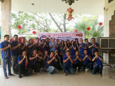 Foto bersama ketika anggota DPW IPTI melakukan bakti sosial di Sumatera Utara.