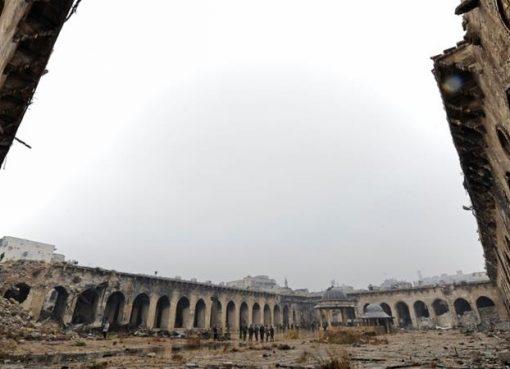 Masjid Umayyah Aleppo, Suriah, mengalami kerusakan parah akibat perang saudara. (All Jazeera/Reuters)