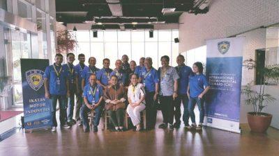 Para peserta yang mengikuti seminar International Environmental Steward (CIE) berfoto bersama Kattia J. Hernandez selaku FIM International Sustainability Commision Director. (k)