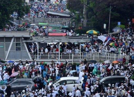 Peserta aksi 112 memadati Jalan di seputar Masjid Istiqlal Jakarta. (Foto: Repro Metrotv)