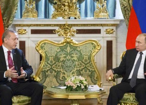 Erdogan (kiri) dan Putin dalam pertemuan bilateral di Moskow, Rusia, Jumat (10/3). (Foto:Reuters/Al Jazeera)