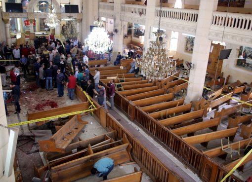 Bom meledak di ruang gereja Mar Girgis Koptik, di Tanta, saat berlangsung misa Minggu. Setidaknya 21 tewas dan 69 cidera. (Foto: EPA/Al Jazeera)