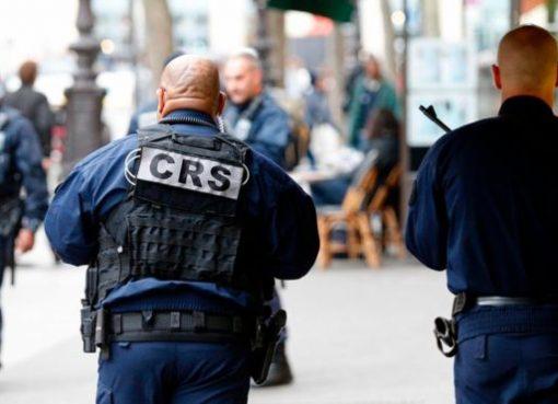 Polisi melakukan keamanan ekstra untuk melindungi pemilih.(Foto: AFP/BBC News)