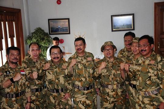 Gubernur dan empat Wakil Gubernur akan mengikuti serangkaian kegiatan Tri Matra TNI di Natuna, Kepulauan Riau. Sejak Kamis (18/5) hingga Jumat (19/5) petang. (Foto: kemendagri.go.id)