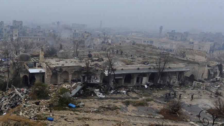 Aleppo, kota kedua di Suriah, dulunya adalah pusat komersial dan industri negara itu, sekaligus sebagai daerah tujuan wisata regional. Tapi akibat perang (mulai 2011) sebagian besar Kota Tua - yang ditunjuk oleh Unesco sebagai situs Warisan Dunia – itu hancur dan tinggal reruntuhan, seperti terlihat dalam foto yang diabadikan 2016.(Foto: BBC News)
