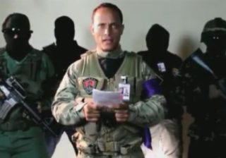 Seorang polisi mengidentifikasi dirinya sebagai Oscar Perez membuat pernyataan melalui Instagram, menyatakan pihaknya melawan pemerintahan Maduro.(Foto: Instagram/BBC News)