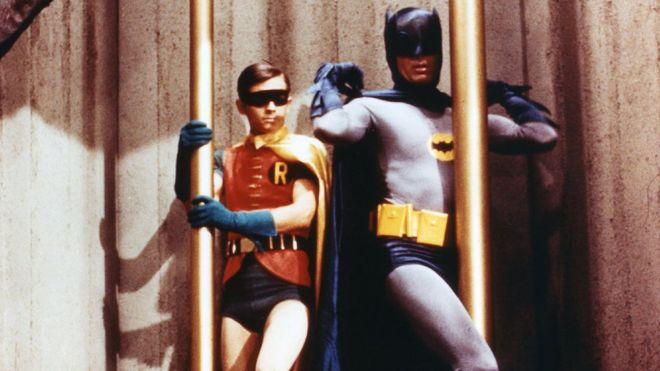Adam West dan Burt Ward sebagai Batman dan Robin di serial TV 1960.(Foto: Fox /Greenway/Ko/REX / Shutterstock/BBC News)