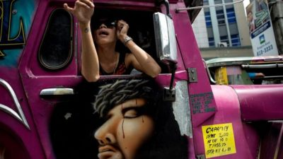 Jeepney yang penuh warna warni. (Foto: Getty Images/BBC News)