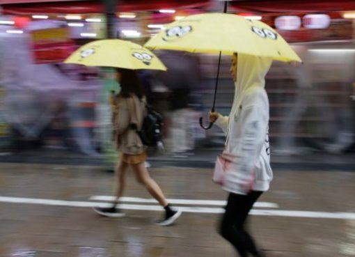 Hujan deras telah melanda Jepang sepanjang akhir pekan. (Foto: Reuters/BBC News)