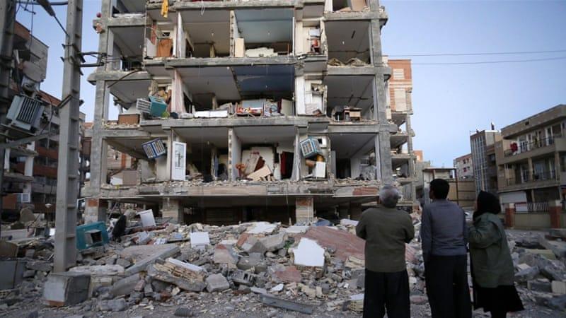 Kerusakan terburuk akibat gempa di Iran dan Irak, antara lain seperti terlihat dalam gambar, terjadi di kota Sarpol-e-Zahab di provinsi Kermanshah, Iran.(Foto: AP/Al Jazeera)