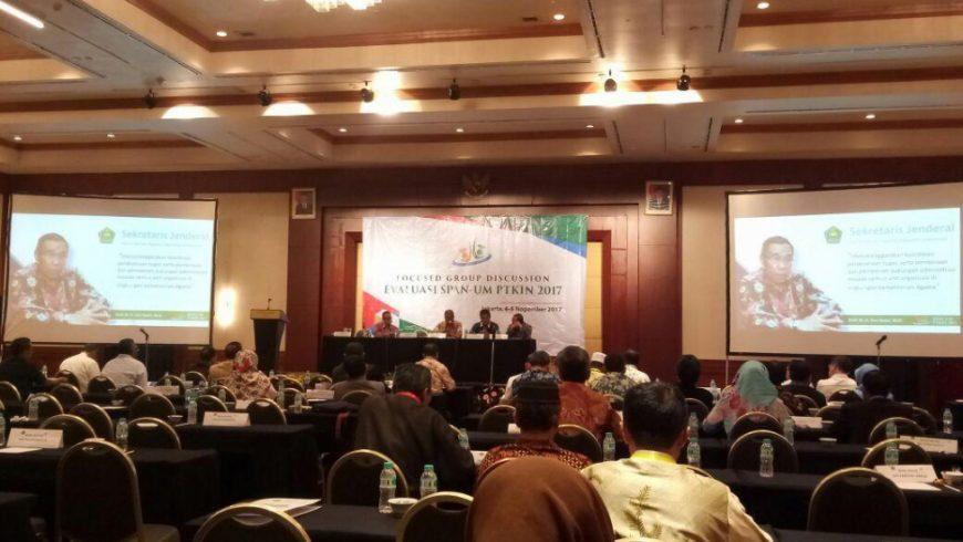 Sekjen Kemenag Nur Syam tampil sebagai pembicara dalam Rakernas Evaluasi Haji 2017.(Foto: kemenag.go.id)