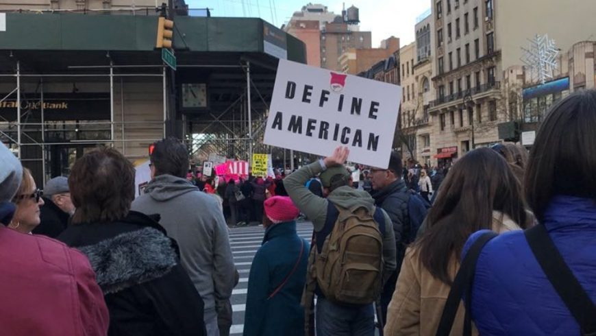 Unjuk rasa perempuan AS menantang Presiden AS Donald Trump. (Foto: Diana Limong/Al Jazeera)