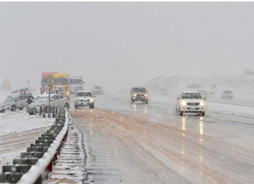 Salju ketika turun di wilayah Tabuk, Arab Saudi, Januari 2016. (Foto: Dokumentasi Arab News)