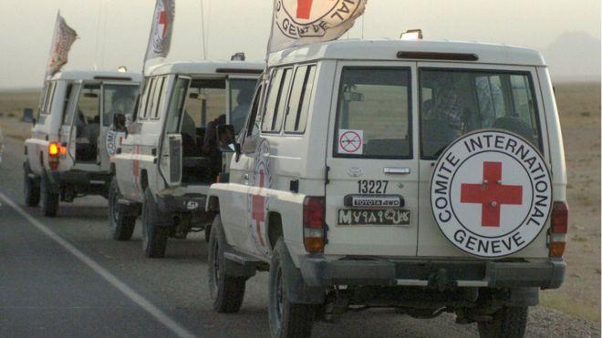 ICRC meluncurkan tinjauan internal setelah terungkapnya kesalahan pada staf lembaga bantuan tersebut. Tampak sejumlah kendaraan ICRC ketika beroperasi. (Foto: Getty Images/BBC News)