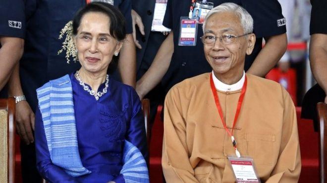 Aung San Suu Kyi dan Htin Kyaw. (Foto: EPA /BBC News)