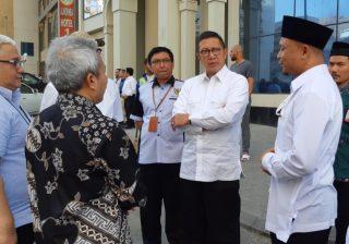 Ketua Tim Penyediaan Transportasi Haji Subhan Cholid (berpeci) memberi penjelasan terkait rute transportasi haji kepada Menag saat berkunjung ke Makkah.(Foto: https://kemenag.go.id).
