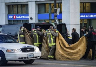 Sebuah van menabrak para pejalan kaki di torotor yang ramai dilalui pejalan kaki di Toronto. Sebanyak 10 orang tewas. Gambar adalah lokasi kejadian. (Foto: Arab News))