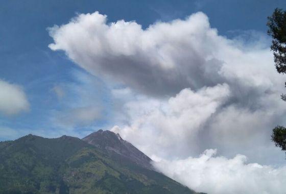 Status Gunung Merapi Yogyakarta dinaikkan menjadi waspada atau level II dan wilayah raidus 3 km dikosongkan. (Foto: BMKG)