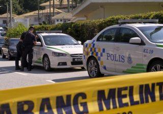 Tempat tinggal mantan PM Malaysia Najib Razak digeledah oleh tim kepolisian di bawah instruksi pemerintah baru atas skandal korupsi atas dana investasi milik negara. (Foto:The Associated Press/Al Jazeera)
