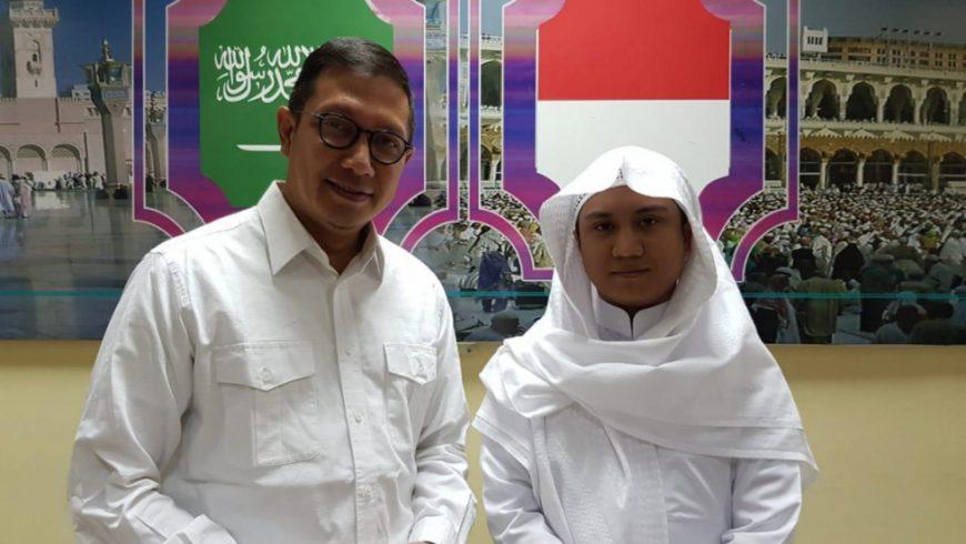 Asal Syu'bah bin Yanto Albanjari (kanan) bersama Menteri Agama. (Foto: Website Kemenag)
