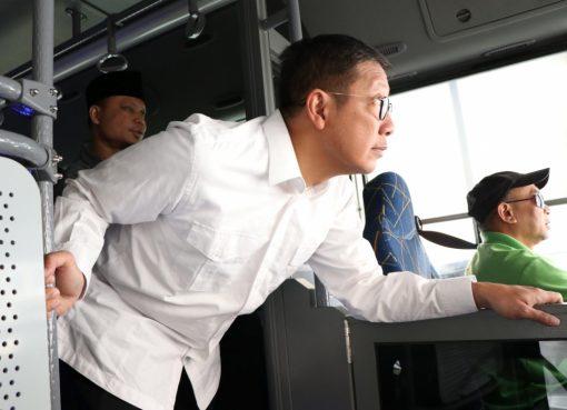 Menag saat simulasi rute layanan bus shalawat di Makkah. (Foto: Kemenag)