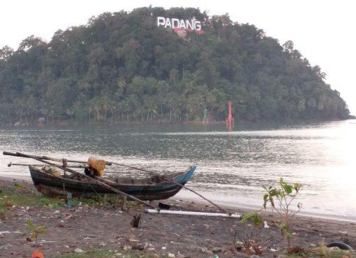 Pantai Muaro Padang, Sumbar. (Foto: Istimwwa)