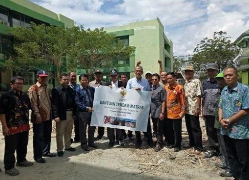 Tim Kemenag menyampaikan bantuan pada korban gempa di Palu dan Donggala. (Foto: Website Kemenag)