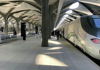 Kereta Api Kecepatan Tinggi Haramain Arab Saudi telah dibuka untuk umum Kamis (11/10), untuk membawa para peziarah Muslim dan wisatawan antara Mekah dan Madinah. (Foto: Al-Ekhbariya/Arab News)