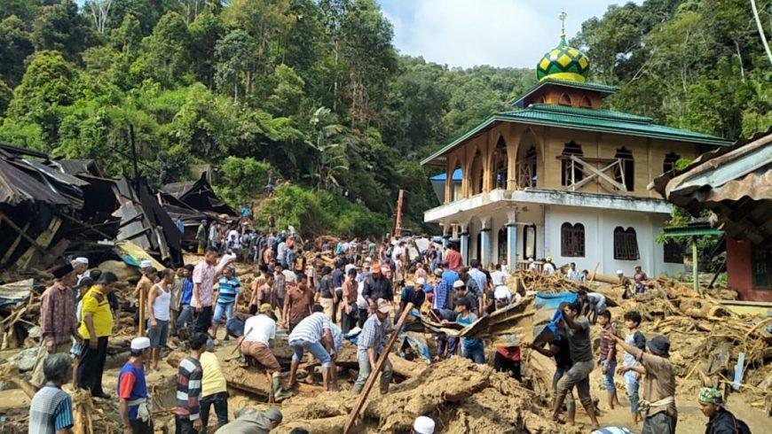 Bangunan madrasah dan masjid yang rusak akibat dihantam banjir bandang (Foto: kemenag.go.id)