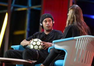 Ronaldinho berbicara di Forum Global Misk, Riyadh, Rabu (14/11). (Foto: Arab News)