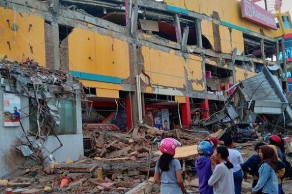 Foto ilustrasi adalah pusat perbelanjaan di Palu yang hancur akibat gempa. (Foto: www.bbc.com)