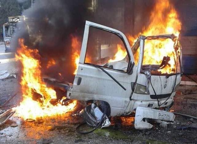 Sebuah mobil terbakar akibat ledakan bom di Latakia dan menewaskan sopirnya. (Foto: Sana/Arab News)